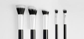 Dual fibre make up brushes